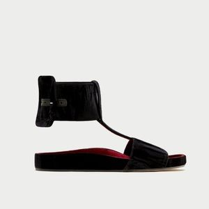 🍓NWT velvet slides with ankle strap